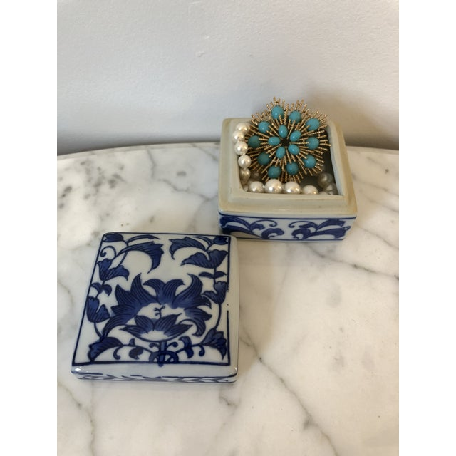 Late 20th Century Blue & White Ceramic Chinoiserie Box For Sale - Image 4 of 9