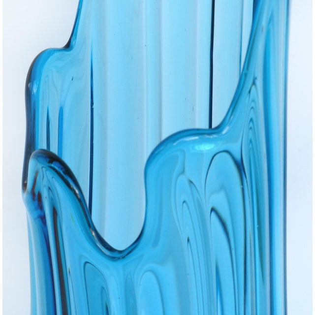 Mid-Century Modern Overscale Mid-Century Modern l.e. Smith Blue Blown Glass Vase For Sale - Image 3 of 5