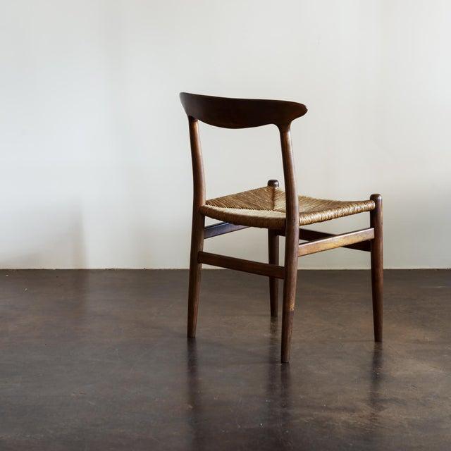 Hans Wegner Hans Wegner Set of Four Model W2 Dining Chairs in Oak, Denmark, 1950s For Sale - Image 4 of 11