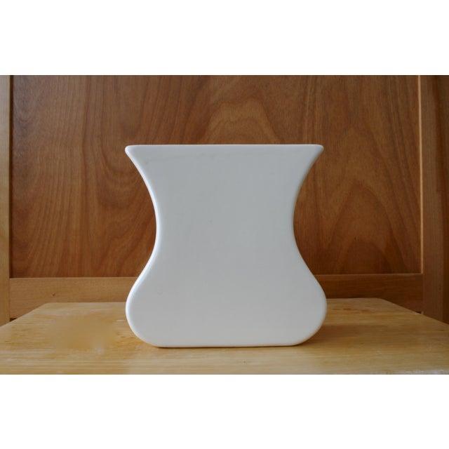 Haeger White Haeger Tulip Vase For Sale - Image 4 of 9