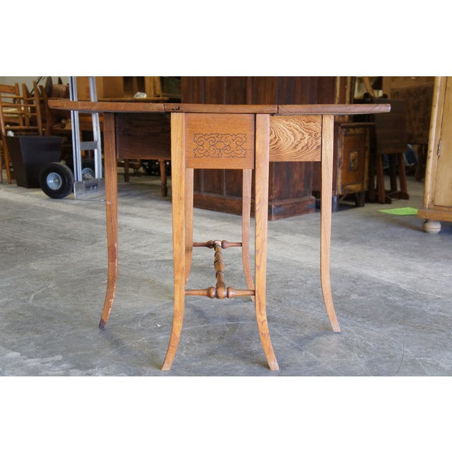 Early 20th Century 20th Century Arts & Crafts English Oak Gate-Leg Accent Table For Sale - Image 5 of 11