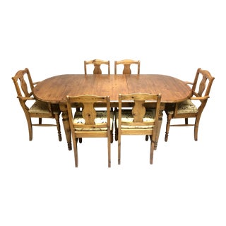 Early American Victoria Ducal of England Extendable Pine Dining Set - 7 Pieces For Sale