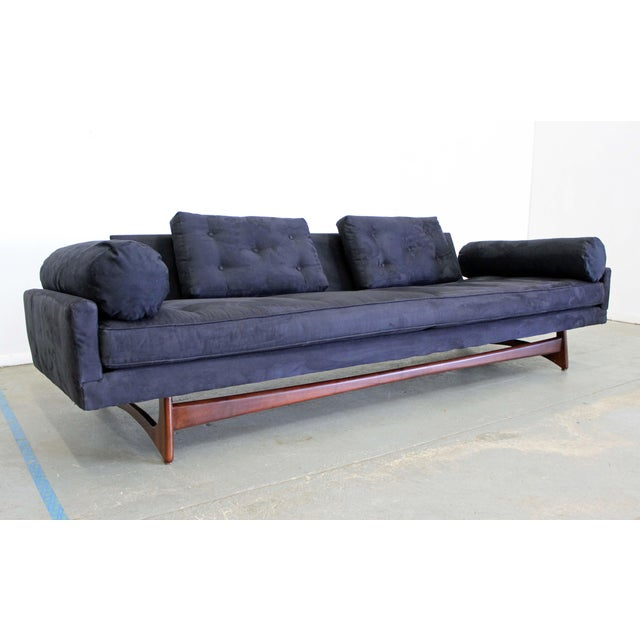 What a find. Offered is a beautiful mid-century modern sofa (model 2408), designed by Adrian Pearsall for Craft...