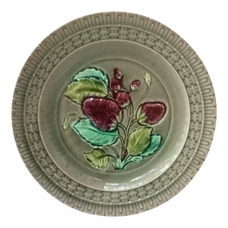 French Majolica Strawberries Plate Luneville, Circa 1880 For Sale