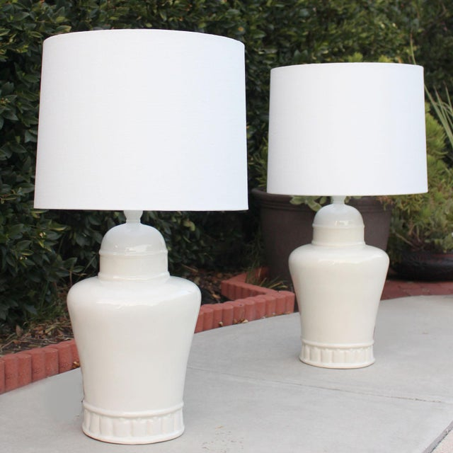 Mid-Century Modern 1970's Oversized Hollywood Regency White Ceramic Table Lamps in the Manner of James Mont - a Pair For Sale - Image 3 of 4