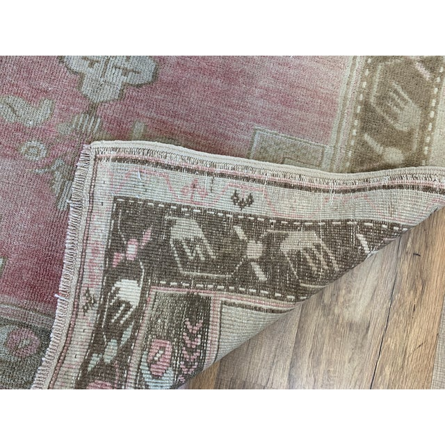 1960s Vintage Turkish Oushak rug- 4′ × 5′7″ For Sale In Nashville - Image 6 of 7