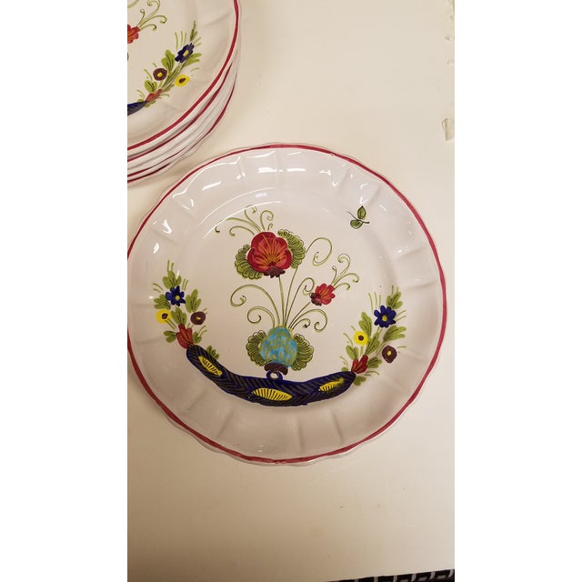 Very pretty set of vintage Italian dinner plates. Estate find, great condition with no signs of use.