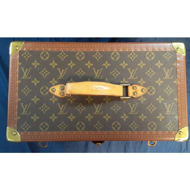 This vintage Louis Vuitton cosmetic travel case features the classic monogram style print and gold hardware. The original...