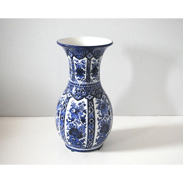 Vintage Blue and White Italian Porcelain Vase For Sale In Saint Louis - Image 6 of 6