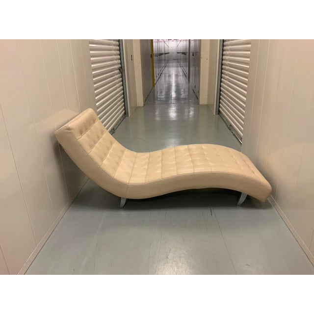 Contemporary Roche Bobois Dolce Tufted Ivory Leather Chaise Lounge For Sale - Image 3 of 11