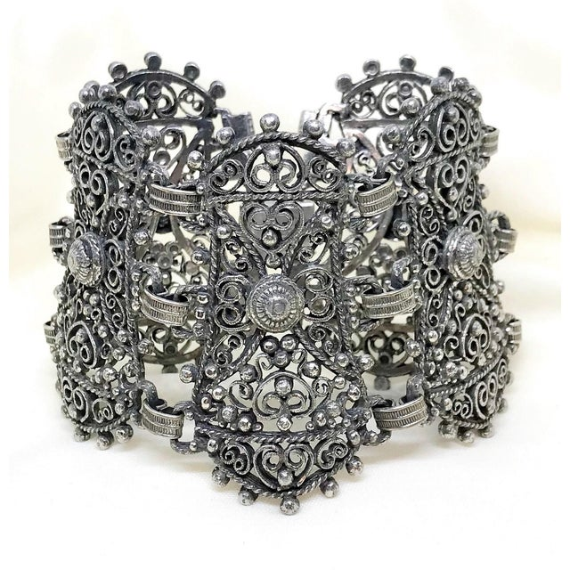 1940s Jeray Estruscan-Revival Silvertone LInk Bracelet For Sale In Los Angeles - Image 6 of 7
