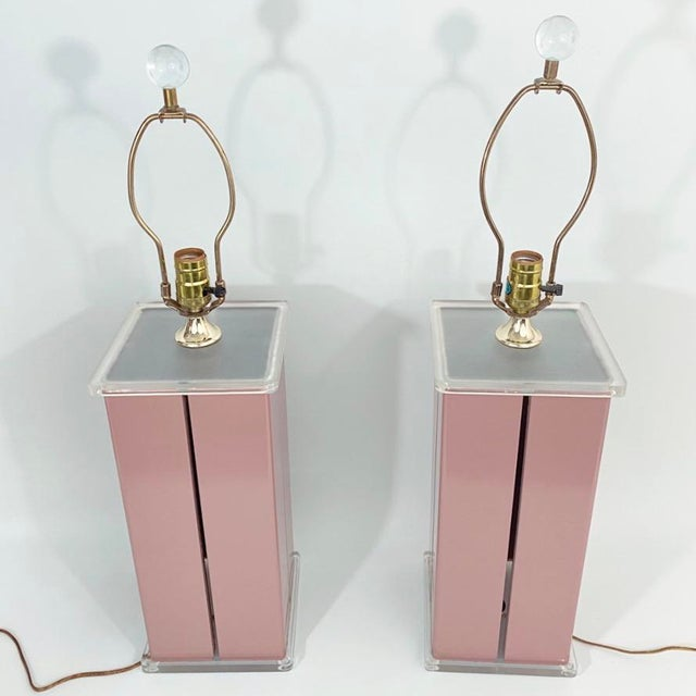 Mid-Century Modern 1980s Optique Mauve Lacquered Metal and Lucite Lamps- a Pair For Sale - Image 3 of 11