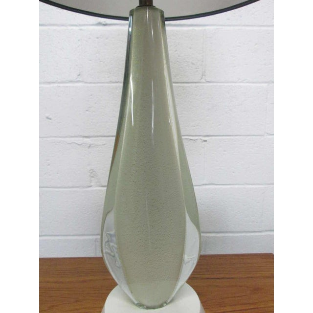 Mid-Century Modern Pair of Murano Lamps by Seguso For Sale - Image 3 of 8