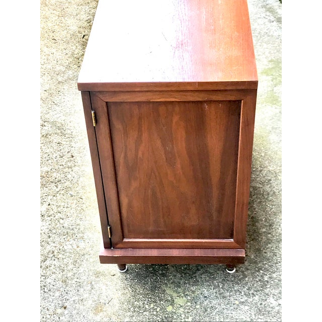 Gorgeous vintage side cabinet. Made by American of Martinsville this piece is everything that makes up MCM- from clean...