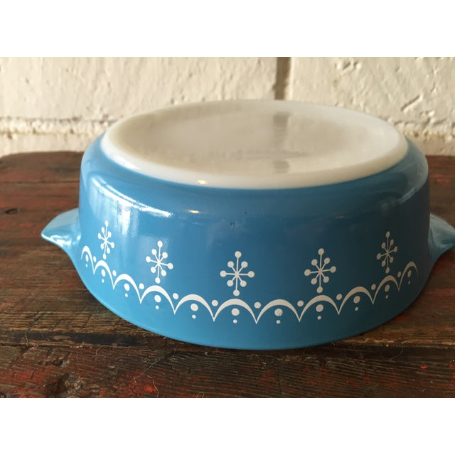 Pyrex Blue Snowflake Casserole Dish For Sale In Los Angeles - Image 6 of 8