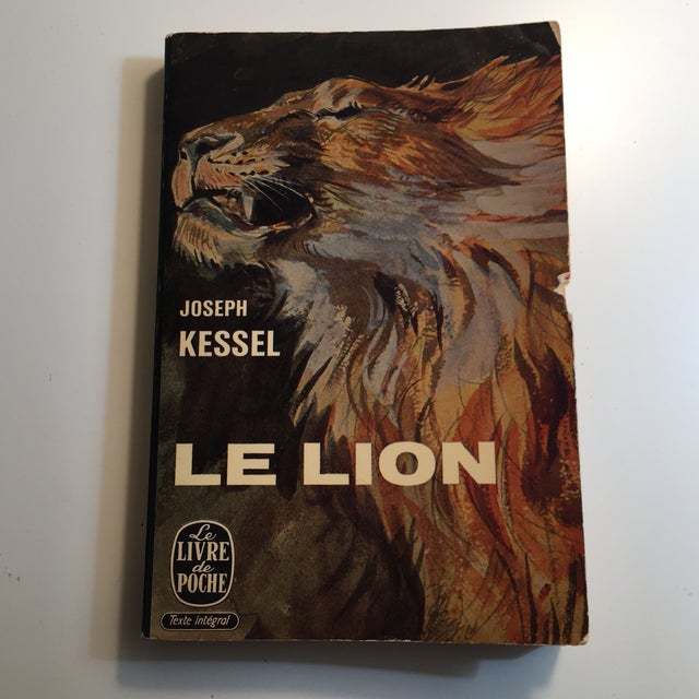 Le Lion Vintage French Paperback Book 1958 For Sale In New York - Image 6 of 6