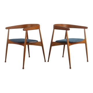 Set of Two Mid Century Modern Accent Chairs in Blonde Oak and New Blue Upholstery For Sale