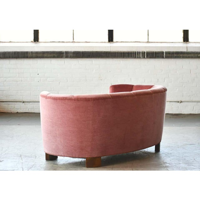 Pink Danish 1940s Boesen Style Banana Form Curved Sofa or Loveseat in Pink Velvet For Sale - Image 8 of 11