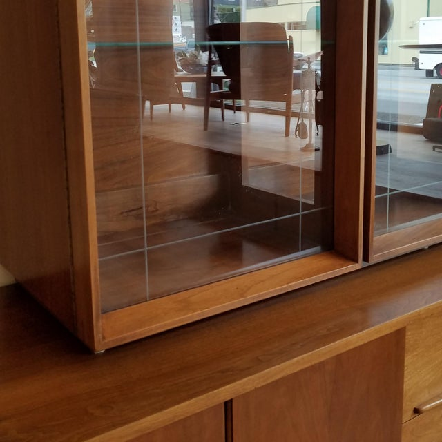 Wood Vintage Mid-Century Modern Display Cabinet With Bi-Fold Doors For Sale - Image 7 of 13