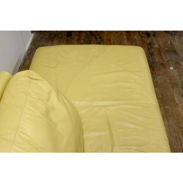 1990s Vintage Mid-Century Modern Nicoletti Italian Leather Canary Yellow Low Daybed For Sale - Image 5 of 12