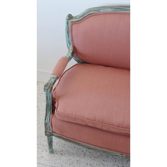 Early 21st Century Rose Linen Upholstered Turquoise and Gold Gilt Accented Settee Loveseat For Sale - Image 5 of 13