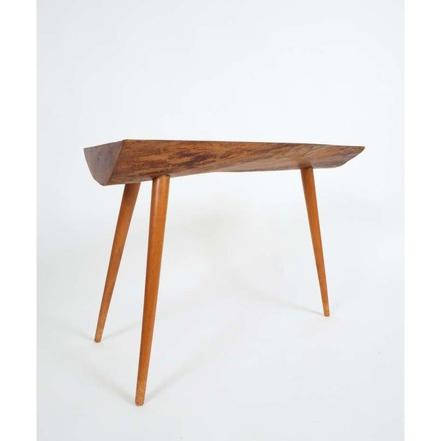 George Nakashima Walnut Wood End Table in the Style of George Nakashima, 1950 For Sale - Image 4 of 9