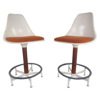 Vintage Modern Pair of Swivel Stools by Burke For Sale