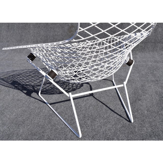 "White Mid-Century Modern ""Bird"" Chair by Harry Bertoia for Knoll For Sale - Image 8 of 8"
