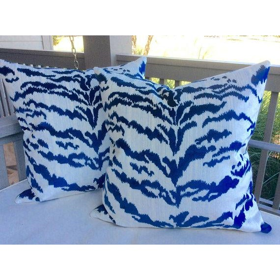Contemporary Tiger Stripe Blue & Ivory Velvet Pillows - a Pair For Sale In Atlanta - Image 6 of 7