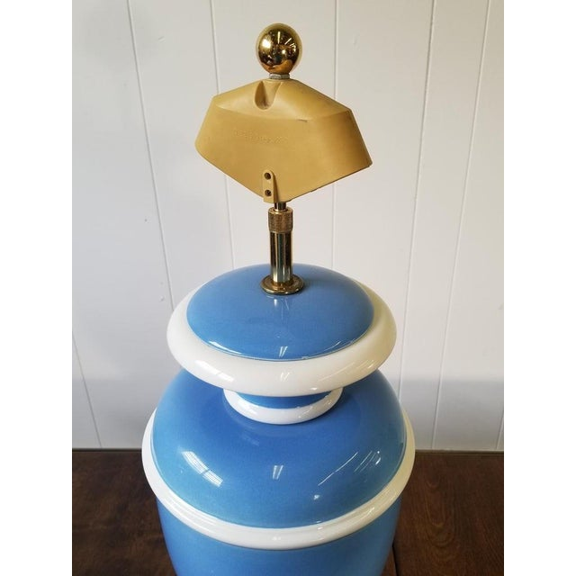 1960s Vintage Italian Ceramic Urn Lamp in Blue and White For Sale - Image 5 of 7