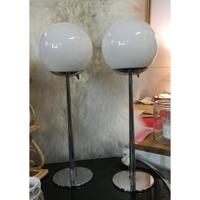 Lightolier Glass and Chrome Mid Century Modern Table Lamps - a Pair For Sale In New York - Image 6 of 6