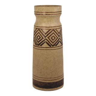 Pottery Craft California Mid-Century Tall Oatmeal and Brown Stoneware Vase For Sale