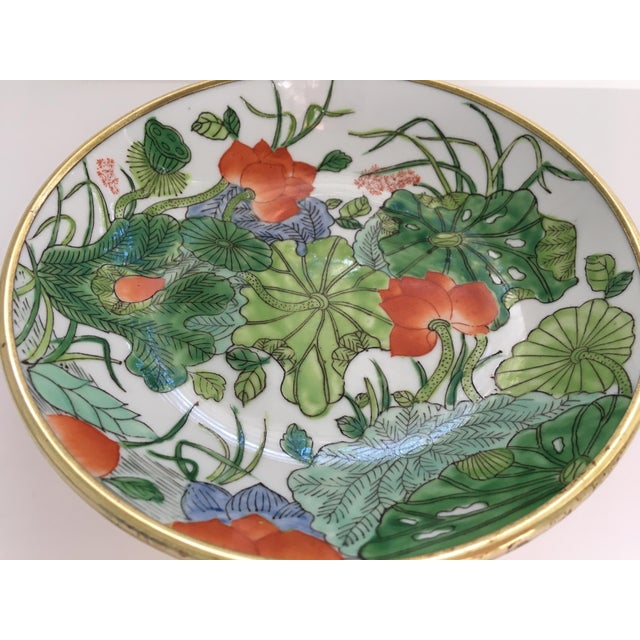 Japanese Chinoiserie Floral Hand Painted Porcelain Brass Encased Bowl/Catchall - Made in Japan For Sale - Image 3 of 12