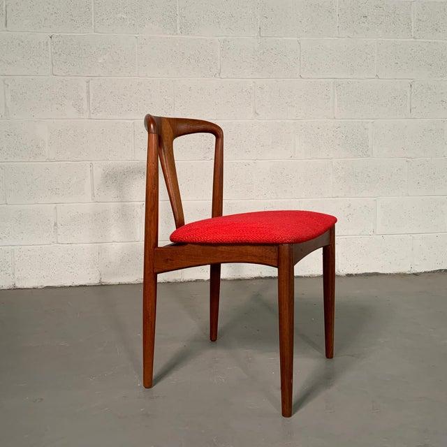 "Johannes Andersen Vintage Mid Century Danish Modern Teak ""Juliane"" Chair For Sale - Image 4 of 10"