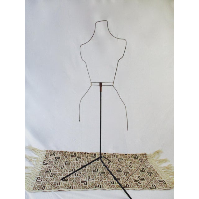 Modernist Abstract Industrial Wire Mannequin Form on Stand For Sale In Phoenix - Image 6 of 11