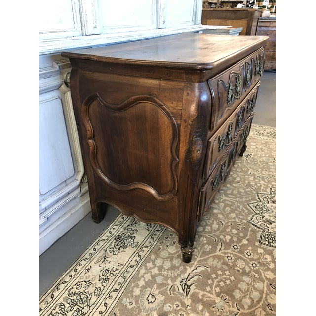 French Country 18th C. French Louis XV Commode en Tombeau Bombé Chest For Sale - Image 3 of 13