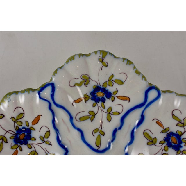 French Martres-Tolosane Moustier Floral Oyster Plate – Left Facing Bird For Sale - Image 3 of 9