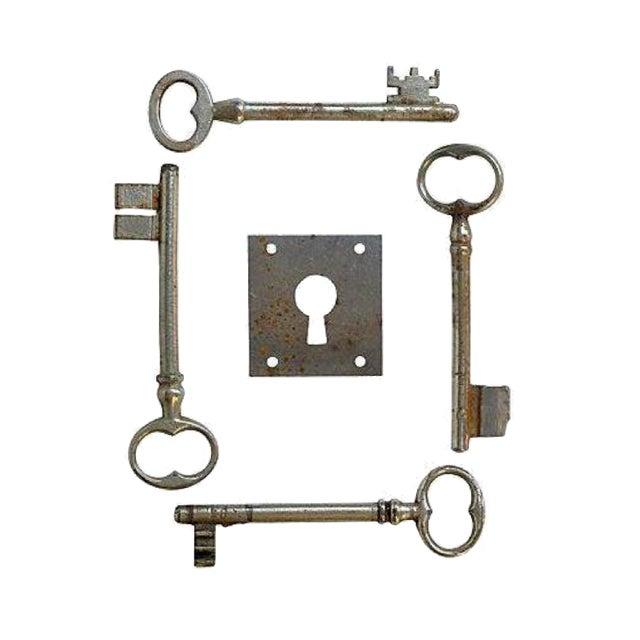 French Skeleton Keys & Escutcheon - Set of 5 - Image 1 of 3