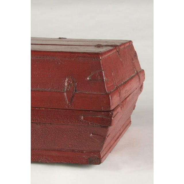 Late 19th Century Red lacquer box with a removable top from China c. 1875 For Sale - Image 5 of 5