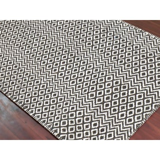 Bella Modern Chocolate Hand-Woven Rug 5'x8' Preview