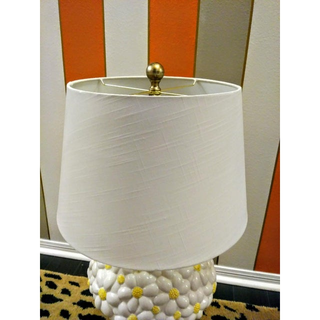 Rare vintage Paul Hanson Large Daisy bouquet table lamp. this lamp is so incredible! It is such a great whimsical show...