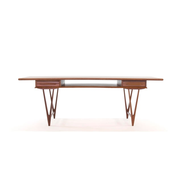 FREE SHIPPING IN THE U.S. IS INCLUDED IN THIS PRICE. Here is a super cool Danish teak coffee table designed by E. W. Bach...