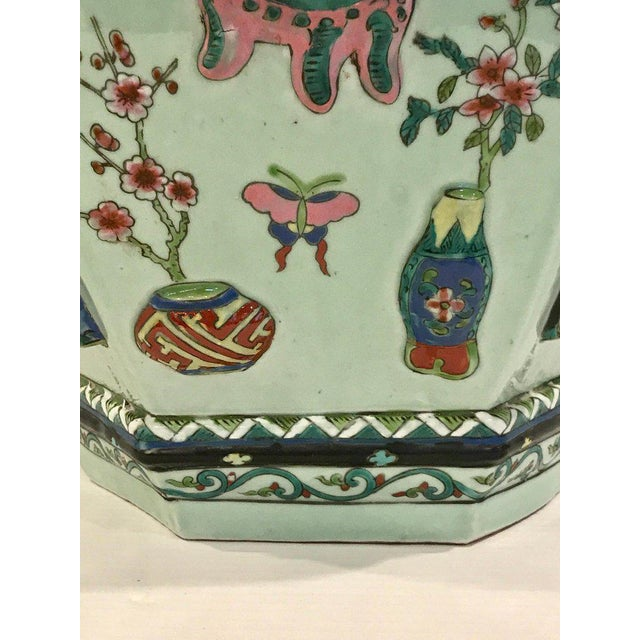 Ceramic Pair of Chinese Export Famille Verte Hundred Antiques Hexagonal Jardinières For Sale - Image 7 of 13