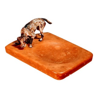 Vintage Bronze Painted English Pointer Setter Dog on Amber Bakelite Tray For Sale