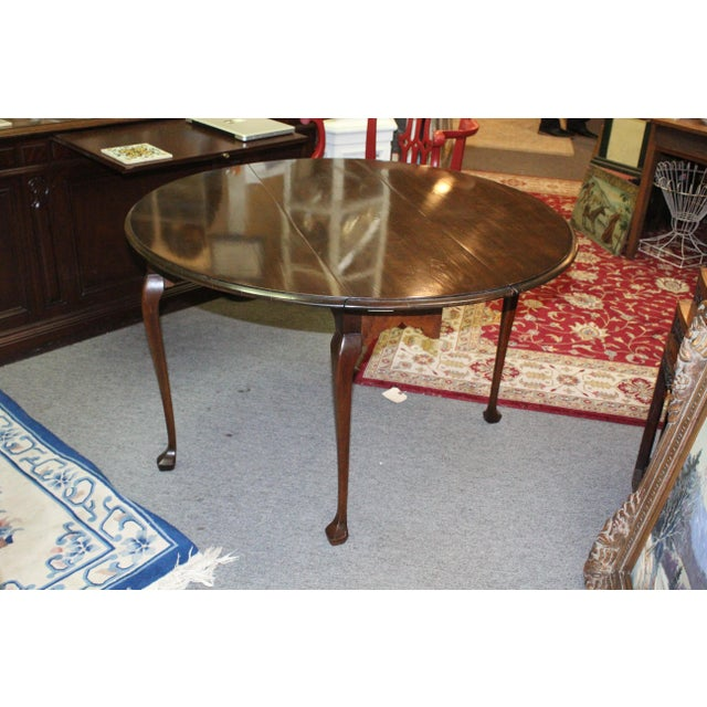 20th Century Traditional Stained Cherry Drop Leaf Table For Sale In New York - Image 6 of 6