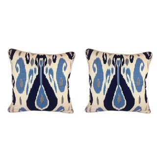 Duralee Pillow in John Robshaw Fazil in Blue Pillows - a Pair For Sale
