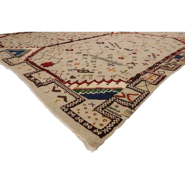 20923 Vintage Berber Moroccan Flat-Weave Kilim Glaoui Rug with Modern Tribal Style 12'10 x 17'08. With its bold expressive...