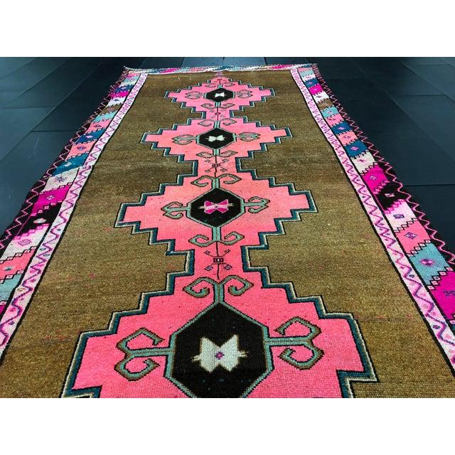 Boho Chic Vintage Turkish Anatolian Pink Geometric Patterned Oushak Area Rug - 4′4″ × 9′10″ For Sale - Image 3 of 11