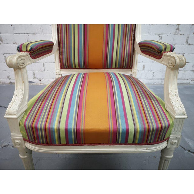 French Vintage French Reupholstered Louis XVI Style Shabby Chic White Armchair For Sale - Image 3 of 12