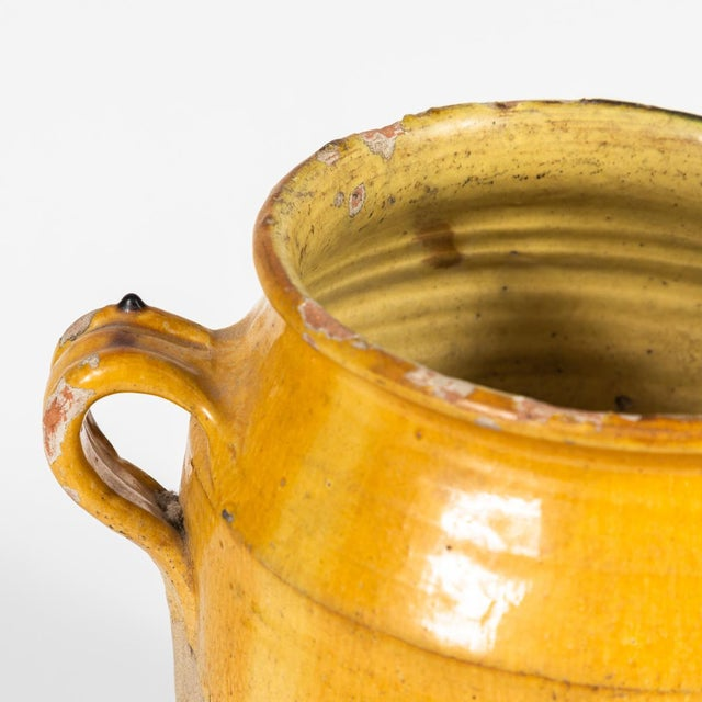 Mid-Century Modern Yellow Glazed Confit Pot With Green Markings and Handles For Sale - Image 3 of 6